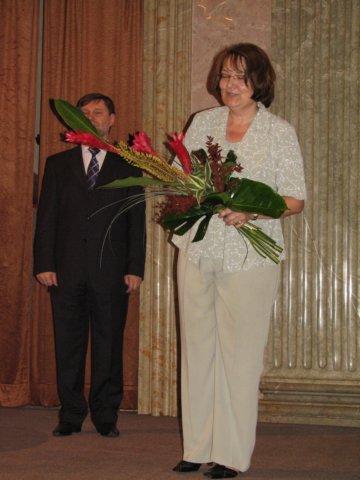 Vedle nositelů této ceny byla květinami za skvělou organizaci valné hromady i návazné konference obdarována také Hana Študentová