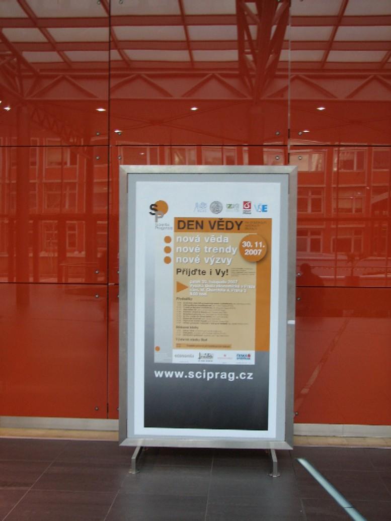 Propagační plakát Dne vědy na pražských vysokých školách