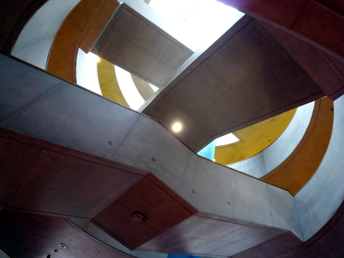 Urbanistické křivky vnitřních prostor knihovny (autor Veronika Adamcová)