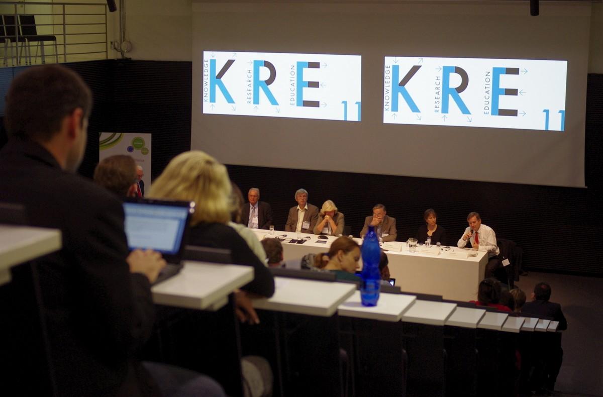 Diskuse věnovaná hodnocení výstupů