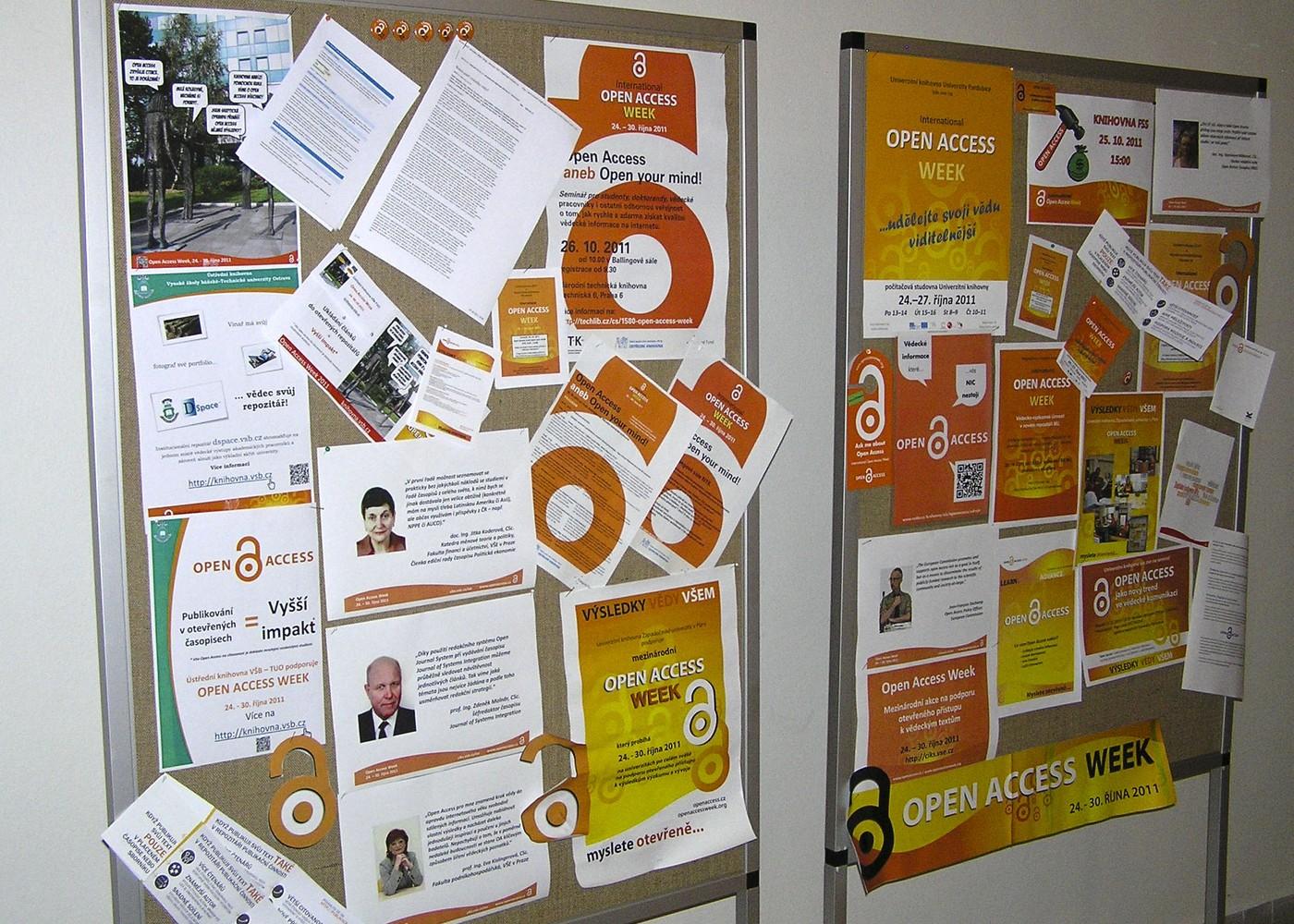 Na konferenci Bibliotheca academica v Českých Budějovicích byly k vidění propagační materiály, které knihovny při OAWeek využily