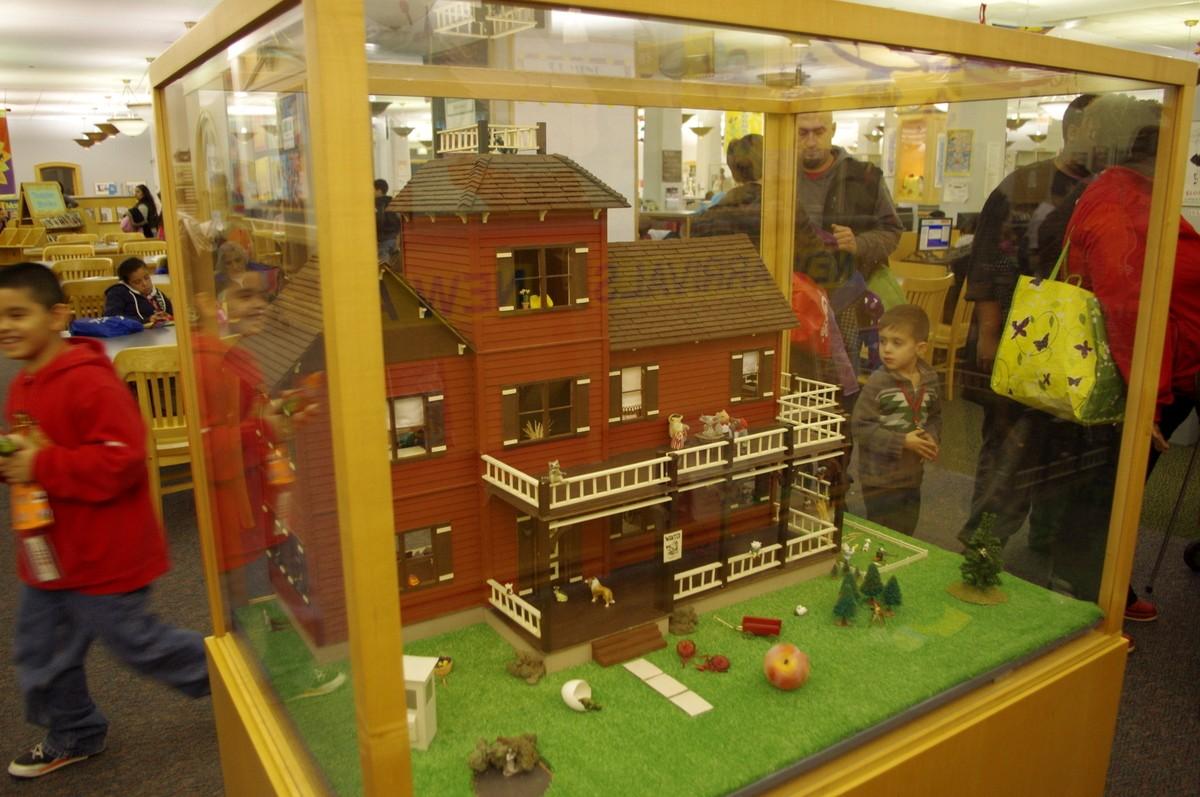 Dům pro panenky obsahuje řešení oblíbených hádanek