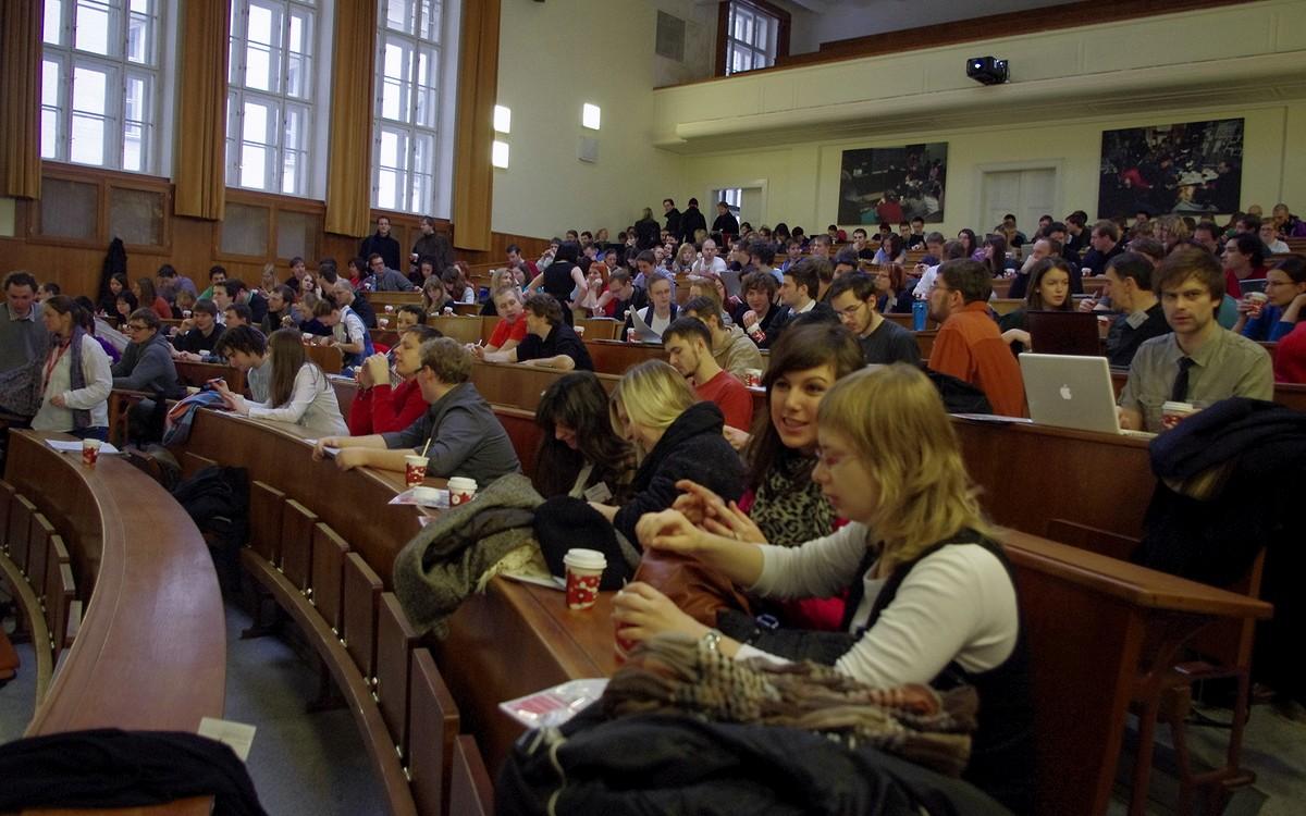 Velká aula byla po většinu dne naplněná téměř do posledního místa