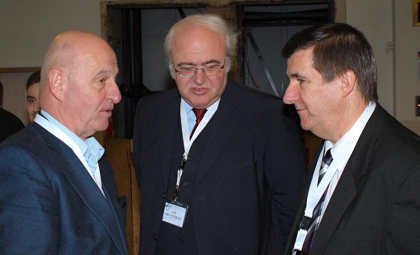 Ondřej Neff, Jan Gruntorád a Jiří Peterka na setkání k20. výročí Internetu v ČR