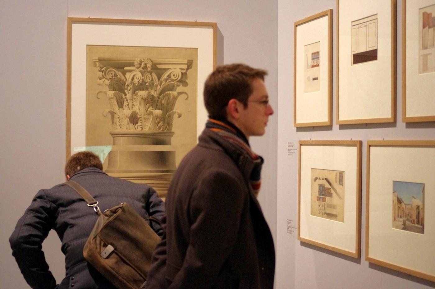 Kurátoři výstavy Corinne Bélierová, Barry Bergdoll a Marc Le Cœur společně s architektem výstavy Manuellem Gautrandem hojnými ukázkami raných děl veřejnosti přibližovali Labroustovu zálibu ve studiu starobylé architektury a přenos některých jejích prvků do moderní doby