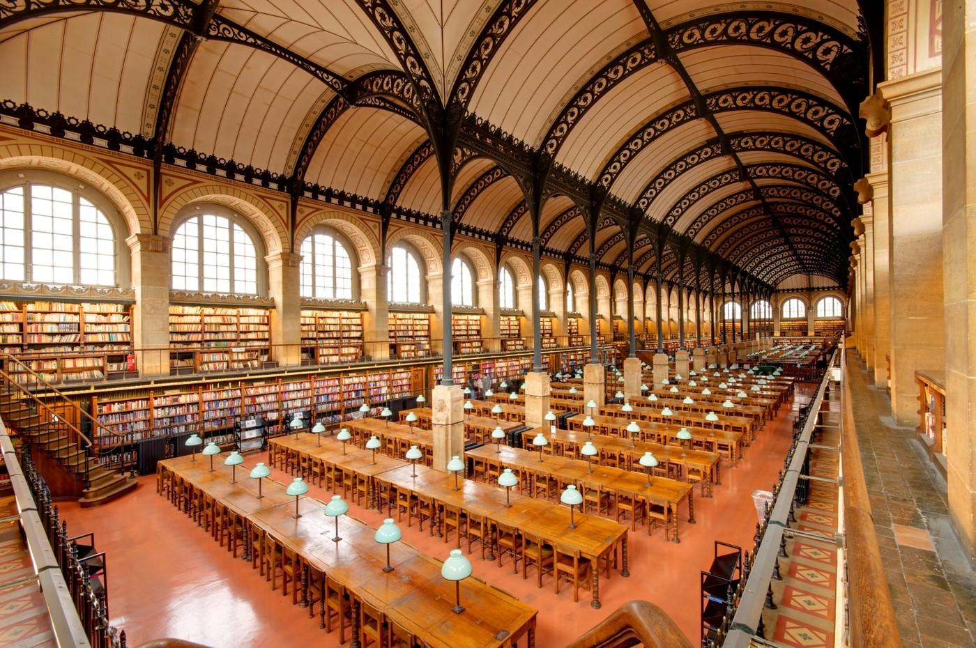 Čtenářský sál Knihovny sv. Jenovéfy s oblibou užívaly osobnosti jako Marcel Duchamp nebo James Joyce