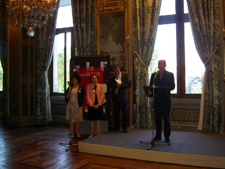 Recepce – Ville de Paris: Zástupce primátora – uvítací ceremoniál; Gilles Eboli – prezident ABF se připravuje k poděkování, s ním předsedkyně pařížské skupiny ABF paní Anne-Francoise Bonnardel