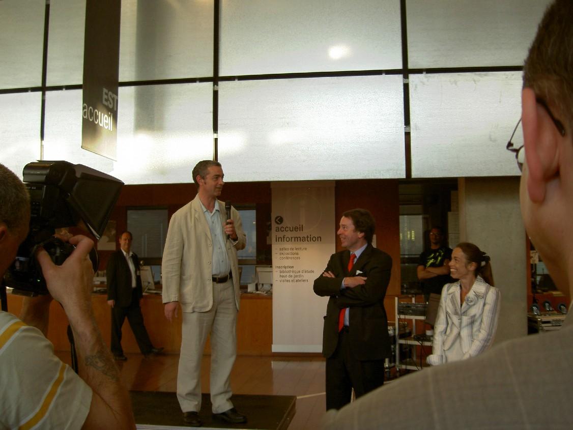 Na uvítání v BNF prezidentem BNF panem Jean-Noel Jeanneney děkuje prezident ABF pan Gilles Eboli