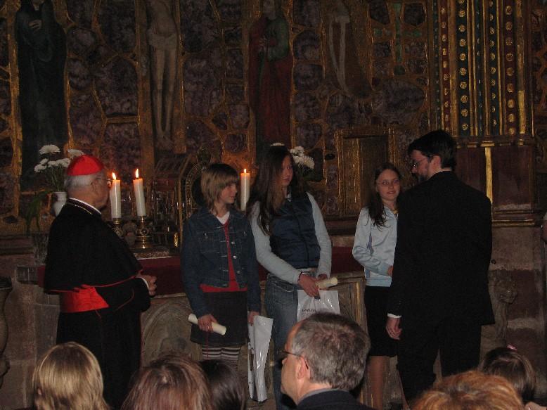 Z předávání cen vítězům (zcela vlevo kardinál Miloslav Vlk, zcela vpravo ředitel MKP RNDr. Tomáš Řehák)