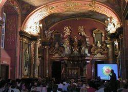 Zrcadlová kaple, kde se mj. konala tisková konference