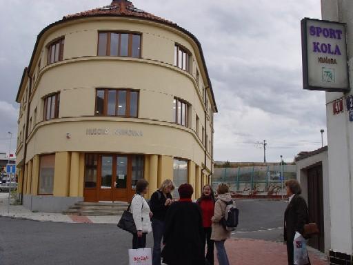 Budova Husovy knihovny v Modřanech