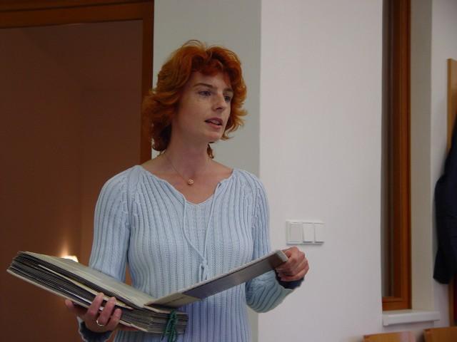 P. Linhartová, ředitelka knihovny