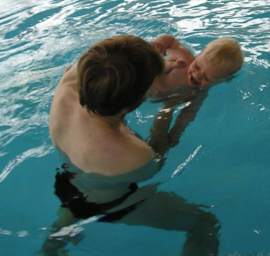 Junior v bazénu