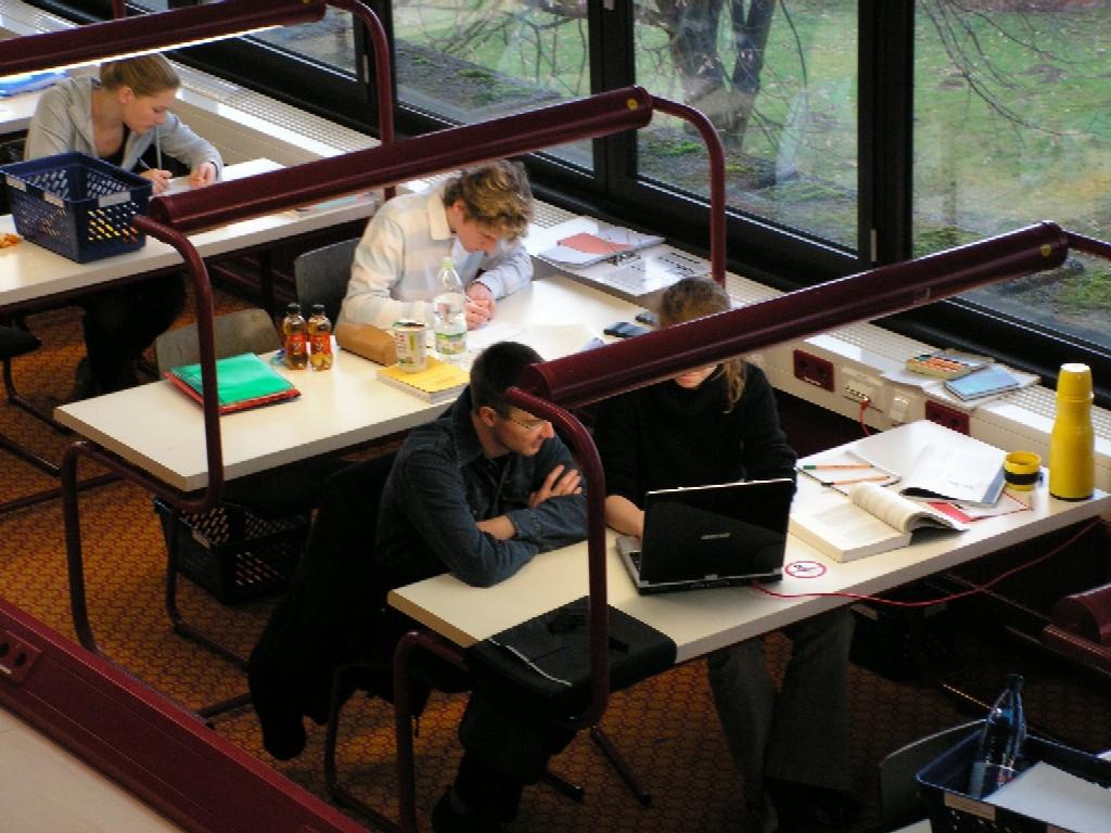 Univerzitní knihovna v Dortmundu přeje svým uživatelům dobrou chuť při konzumaci informací!