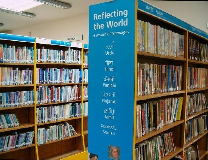 Interiér knihovny v Southallu