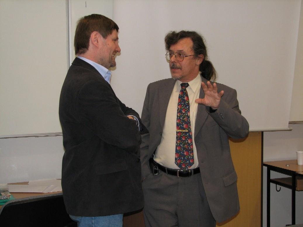 Diskuse o přestávce (zleva V. Richter a Z. Uhlíř)