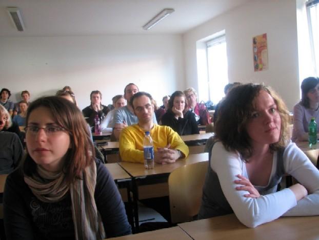 Přednášky se účastnila řada studentů i dalších zájemců