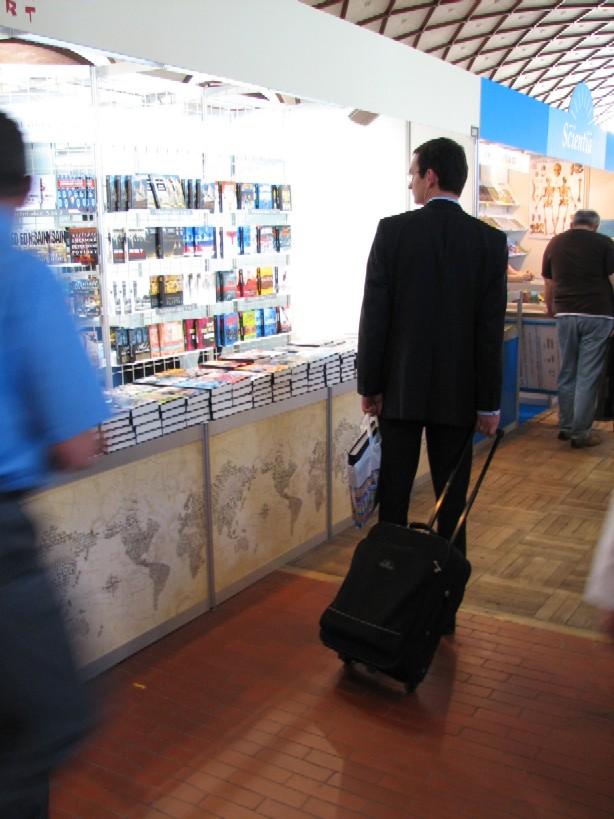 Praktický veletržní kufřík na kolečkách