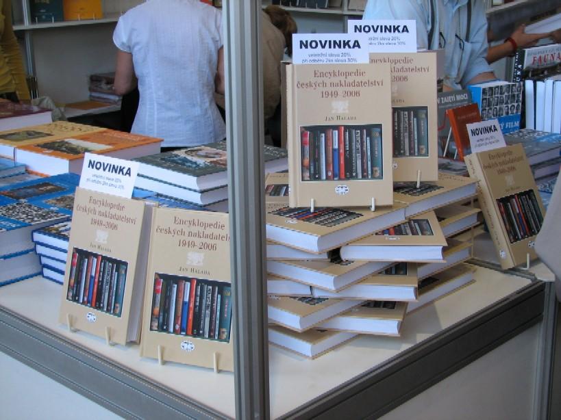 Nepřehlédnutelná encyklopedie českých nakladatelství 1949-2006