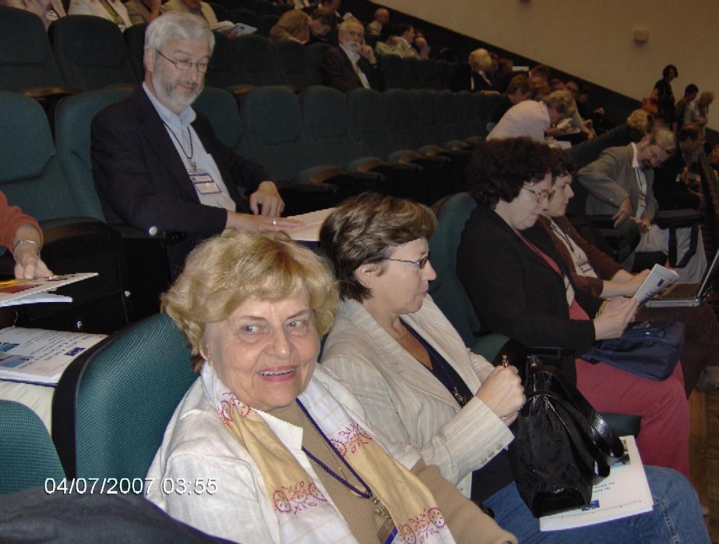 V jednacím sále (PhDr. J. Burgetová)