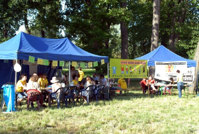 Živá knihovna byla otevřena na festivalu Music in the Park ve Stromovce