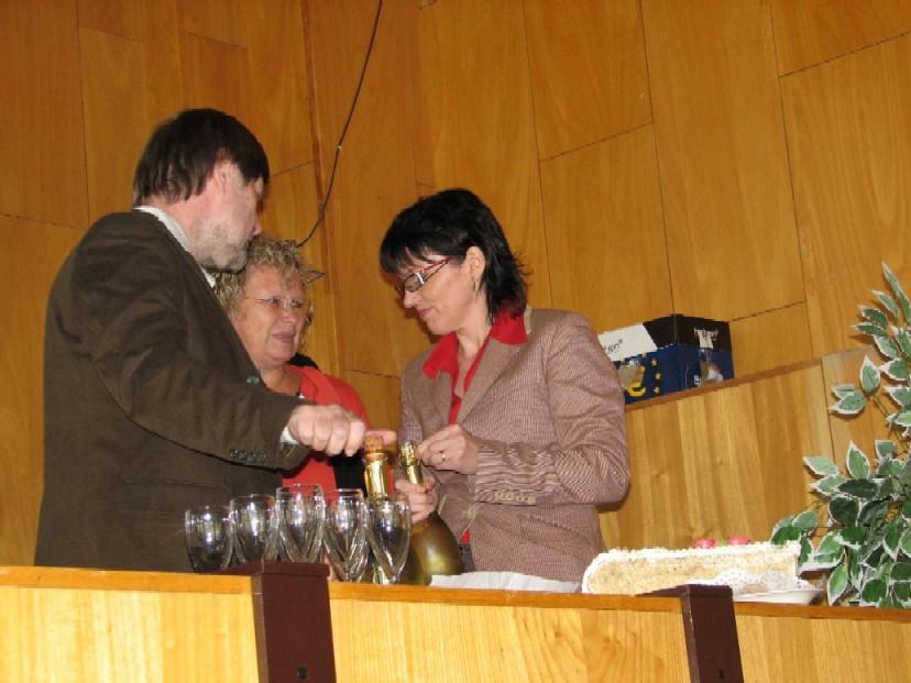 Vít Richter, Jaroslava Štěrbová a Nadežda Andrejčíková připravují křest knihy Věry Vohlídalové Na houpačce nejen s knihovnou