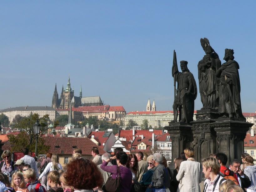 Zahájení 11. ročníku týdne knihoven slaví slunce na Prahou s námi a Karlův most je plný nadšených obdivovatelů…