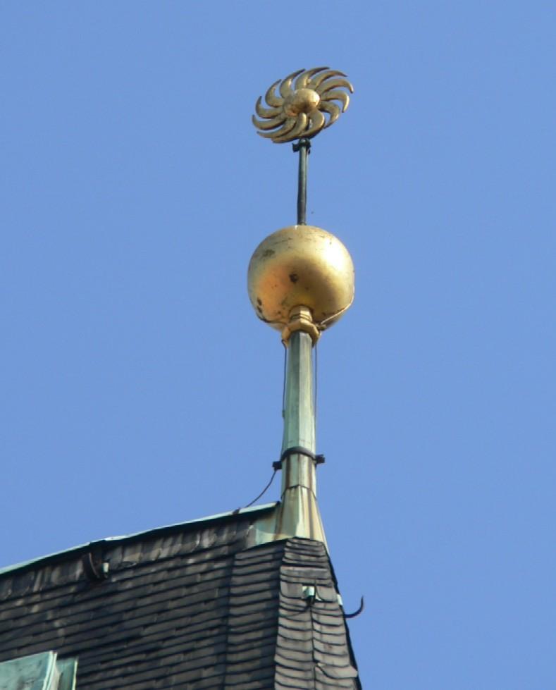 Malostranská mostecká věž jich má několik…