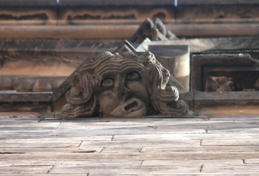 ještě jeden detail z kamenické výzdoby věže…