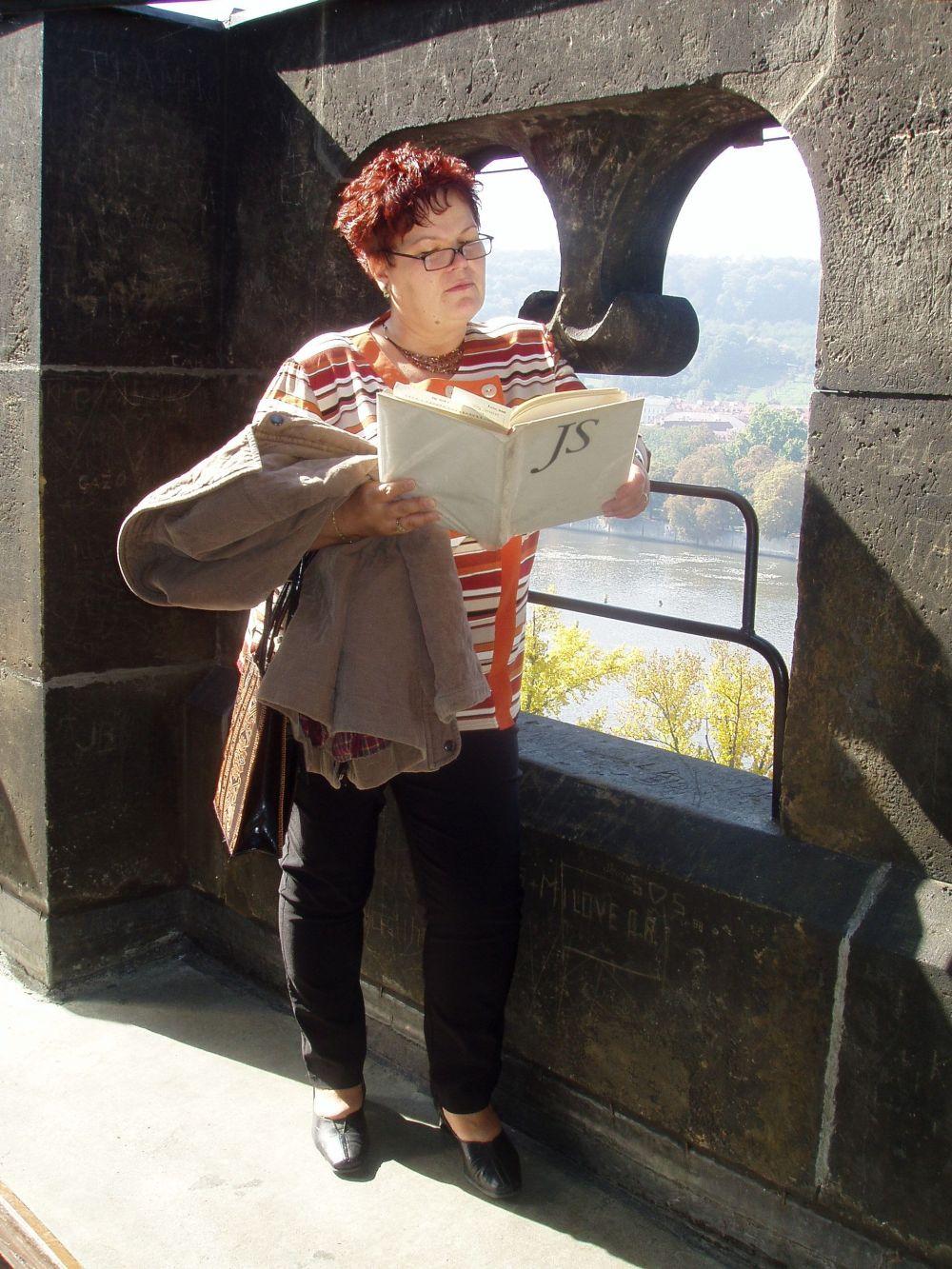 Zlata Houšková s knihou