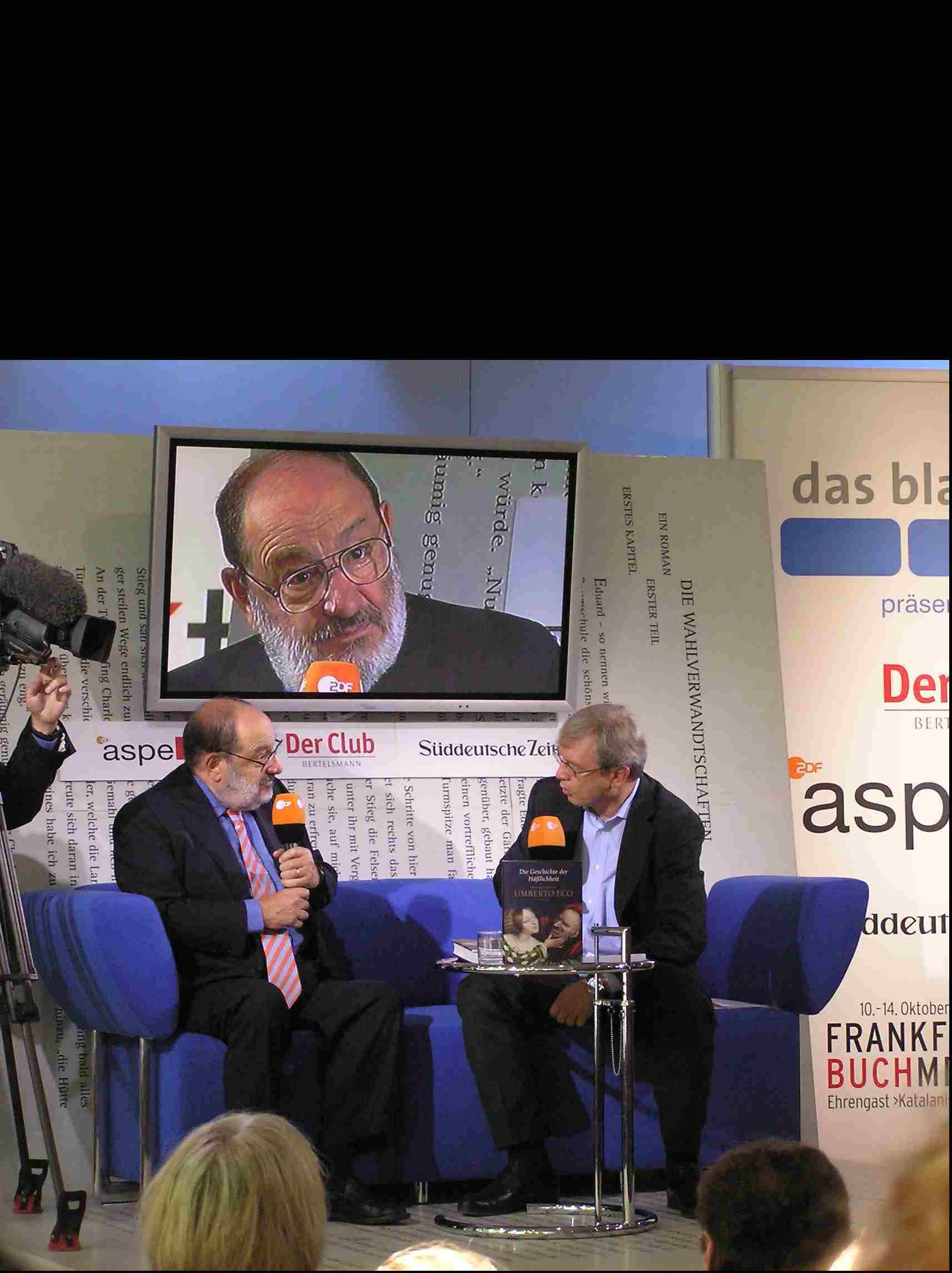 Obr. 10: Veletrh i letos navštívily mnohé veličiny literárního i vědeckého světa, hvězdou číslo jedna byl (nejen pro mne) Umberto Eco, který vyhověl pozvání, aby usedl k rozhovoru na tzv. Modré pohovce.