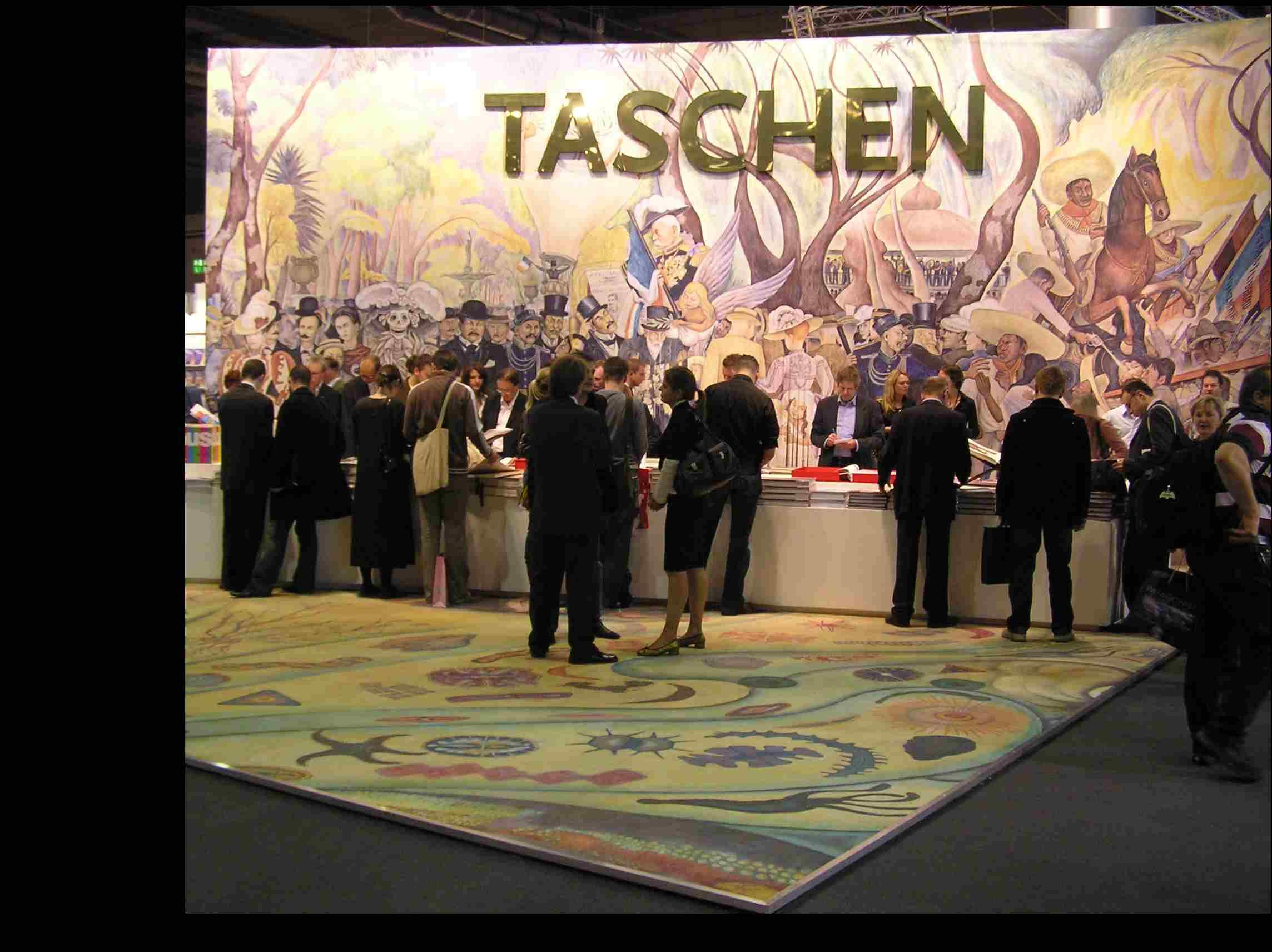 Obr. 4: Nakladatelství Taschen zaměřující se na výpravné uměnovědné publikace použilo pro svoji prezentaci mnohonásobně zvětšenou reprodukci obrazu Diega Rivery, jehož monografii na veletrhu nabízelo.