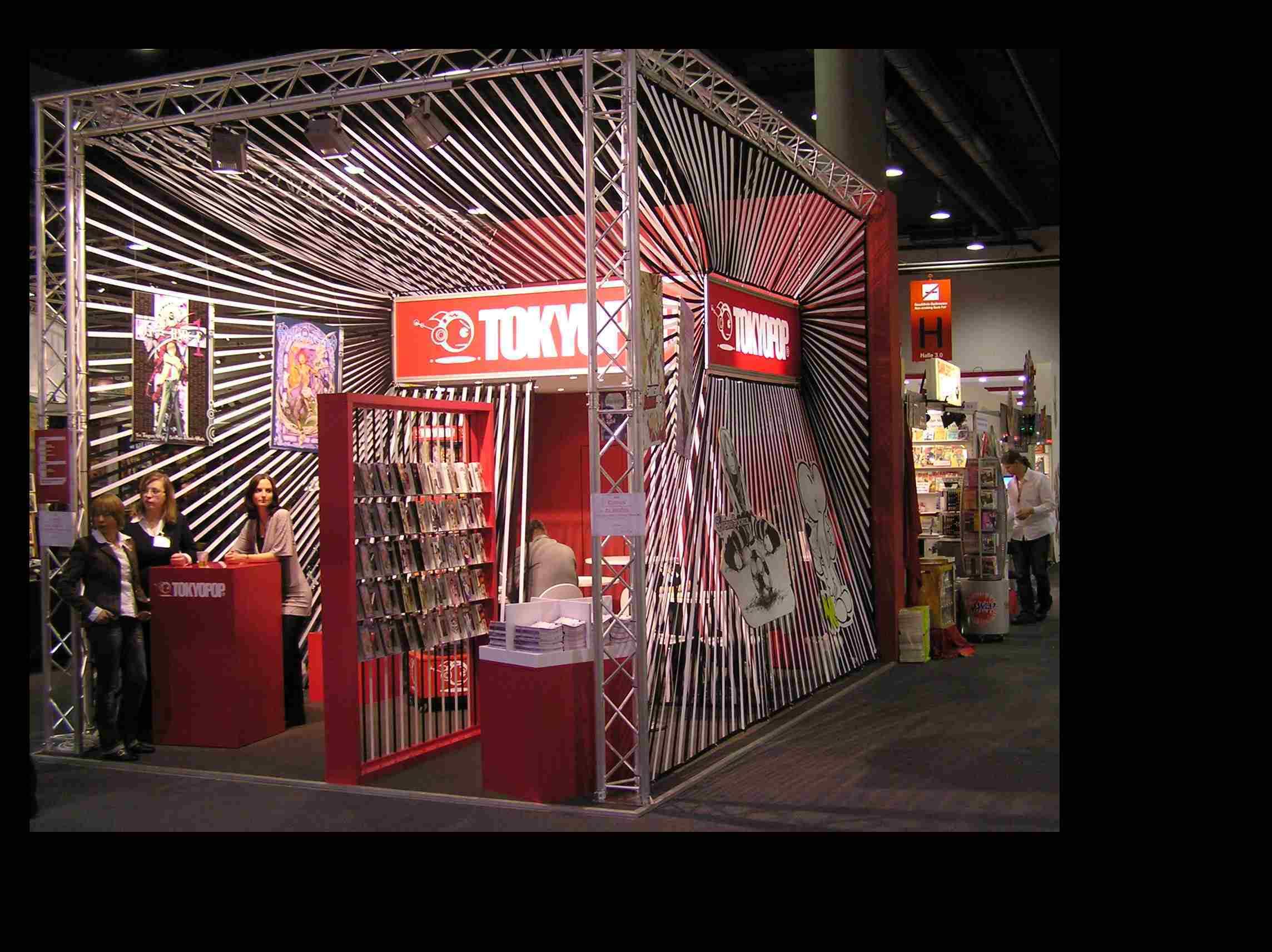 Obr. 5: Pro stánek mezinárodního nakladatelství se sídlem v Japonsku Tokyopop propagující na Západě všechny druhy japonského komiksu byl zvolen styl op artu.