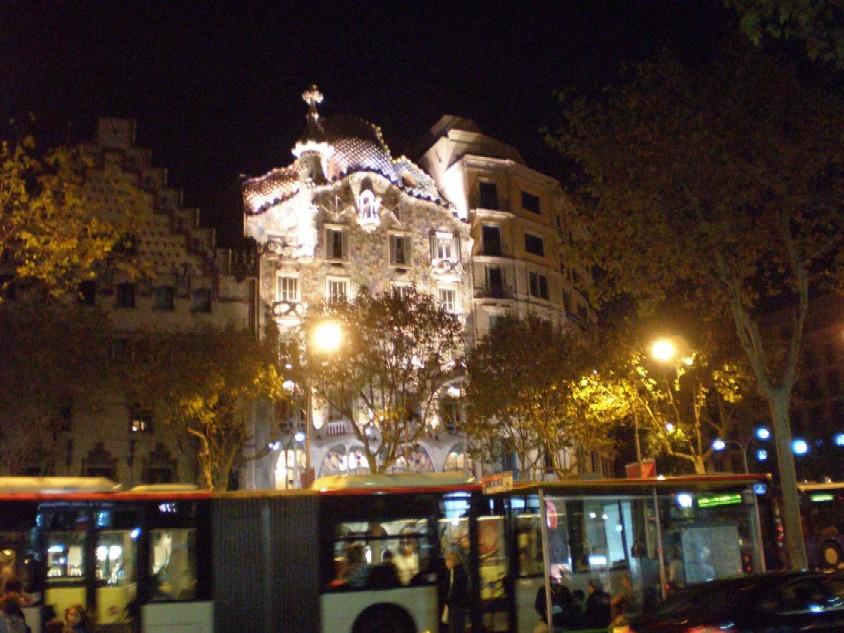 Casa Battló (arch. Gaudí) večer