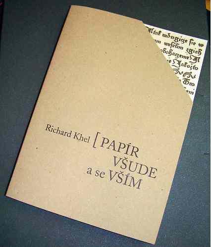 Richard Khel: Papír všude a se vším