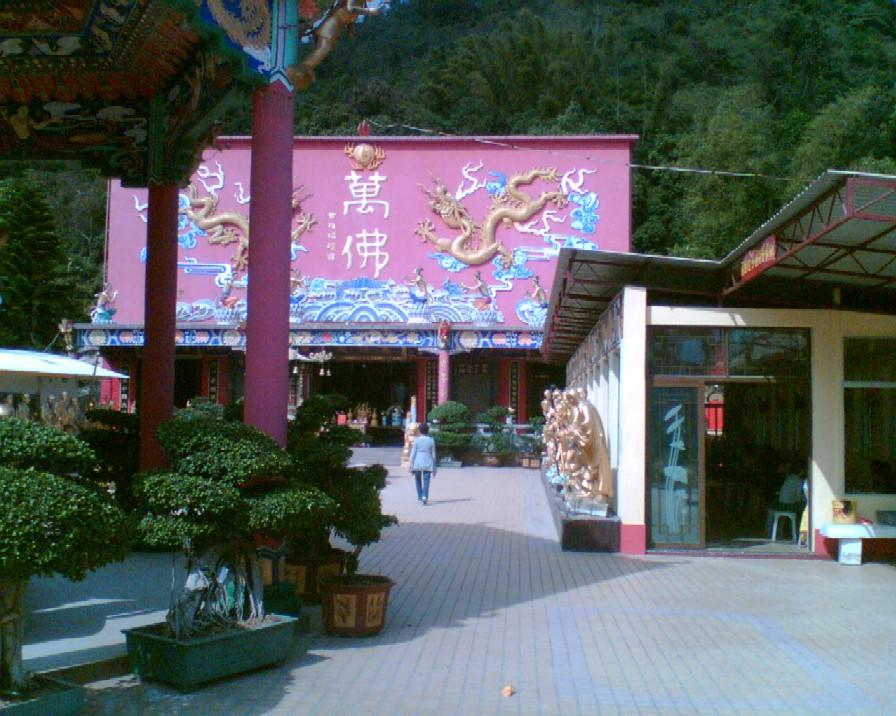 Obr. 1: Chrám 10 000 Buddhů v Hongkongu