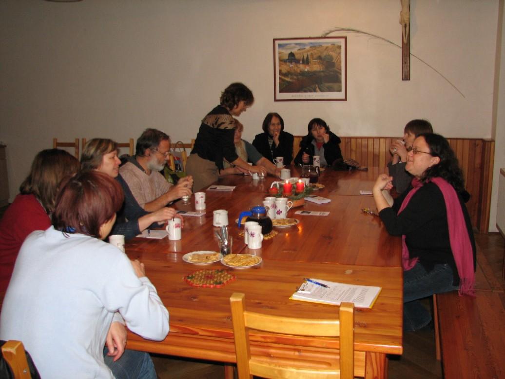 Účastníci exkurze v zaměstnanecké jídelně