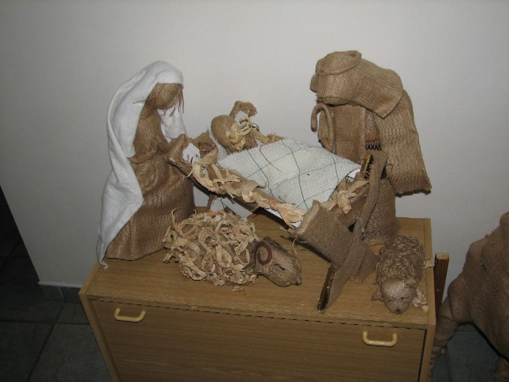 Vánoční výzdoba před vstupem do kaple