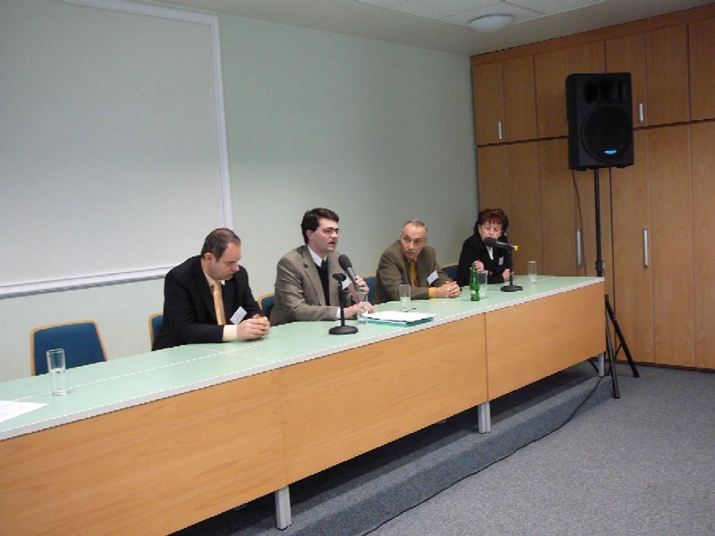 Panelová diskuse, zleva Petr Němec, Creditinfo Czech Republic, Adam Furek, MV, Karel Lux, MPSV, Jitka Karpinská, MF