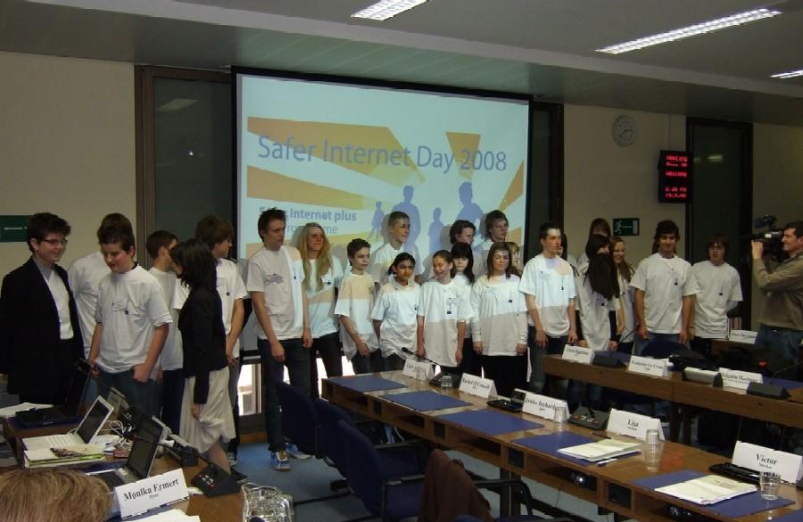 Společné foto mladých účastníků