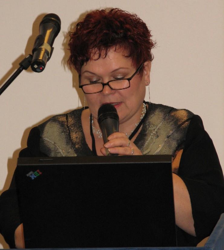 Zlata Houšková přednáší o službách knihoven pro osoby se specifickými potřebami