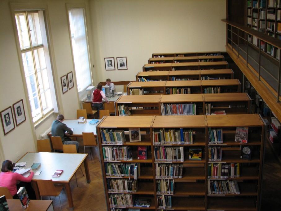 Pohled z galerie do studovny