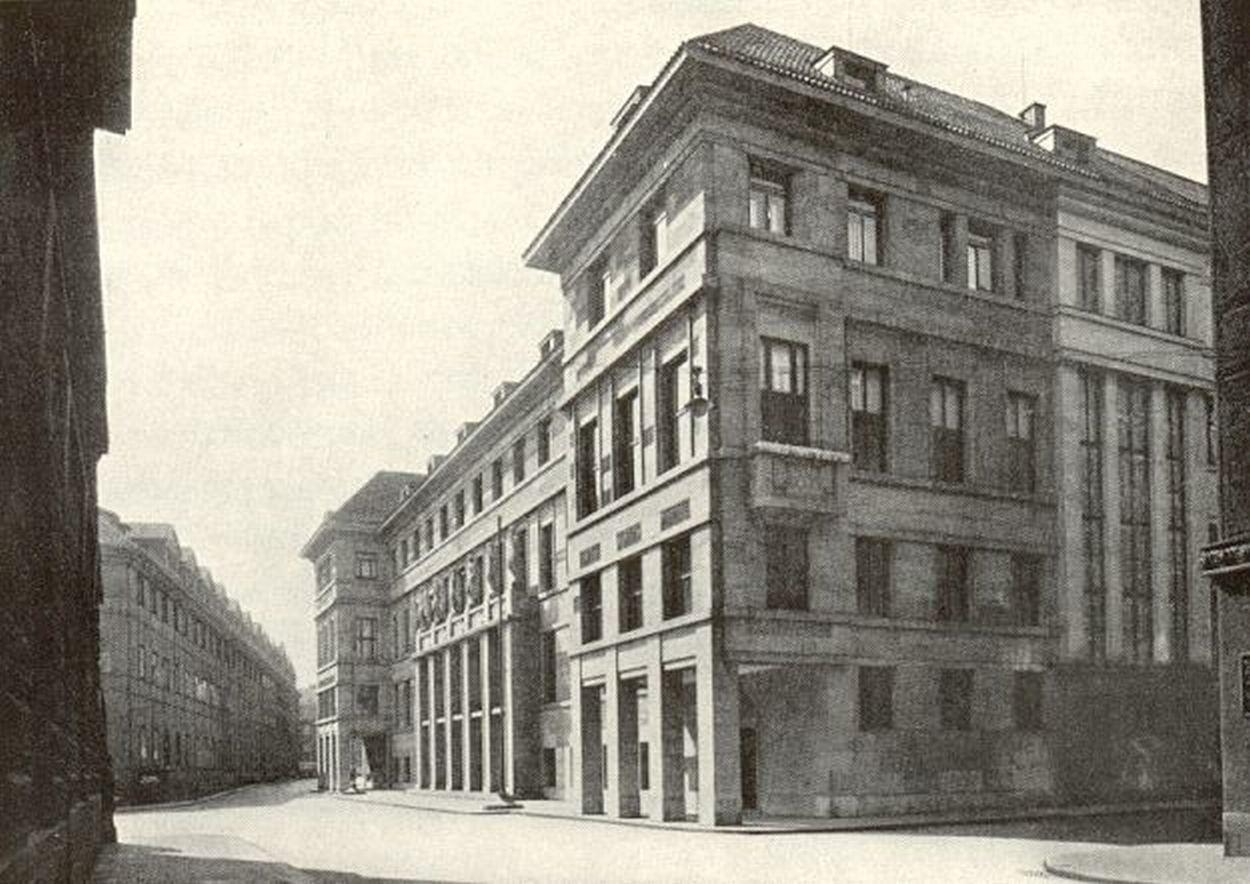 Obr. 1: Pohled na novou budovu z nároží Platnéřské ulice
