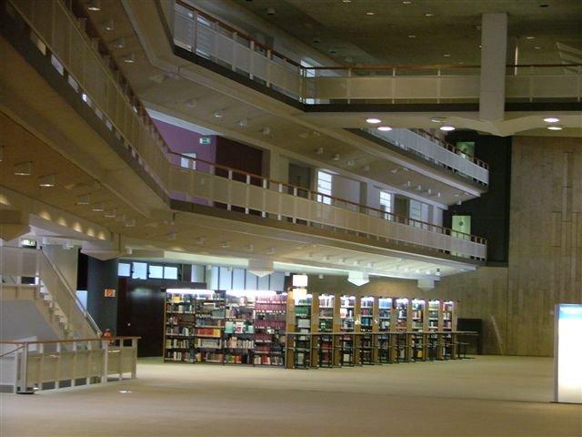 Interiér státní knihovny Berlín (Staatsbibliothek zu Berlin)