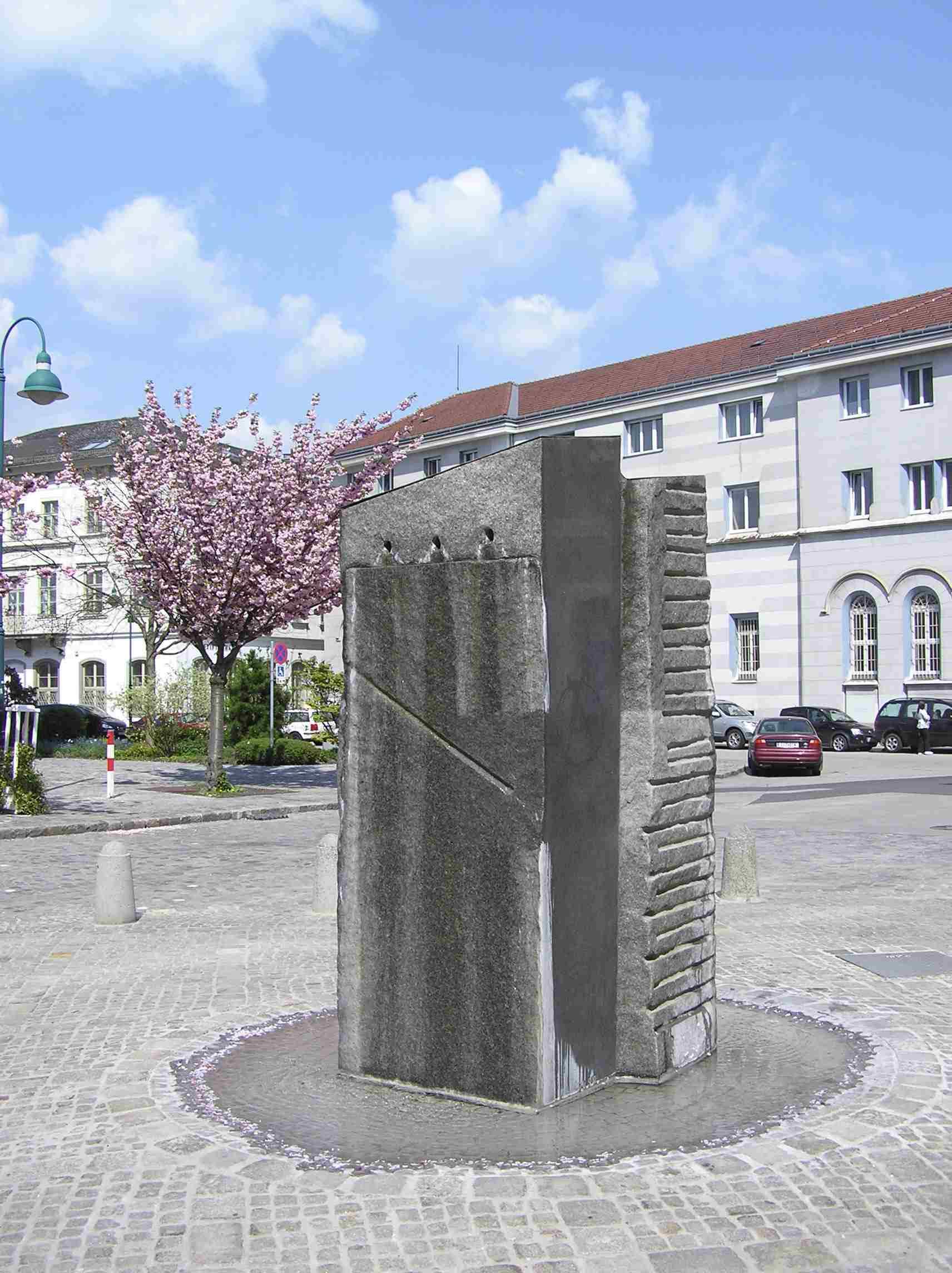 Obr. 10: Stifterovo náměstí s pomníkem z žuly - motiv žuly se vyskytuje v několika jeho prózách.