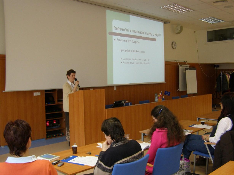 Seminář Referenční a informační služby, lektorka Tatiana Pačísková (Krajská knihovna Karlovy Vary)