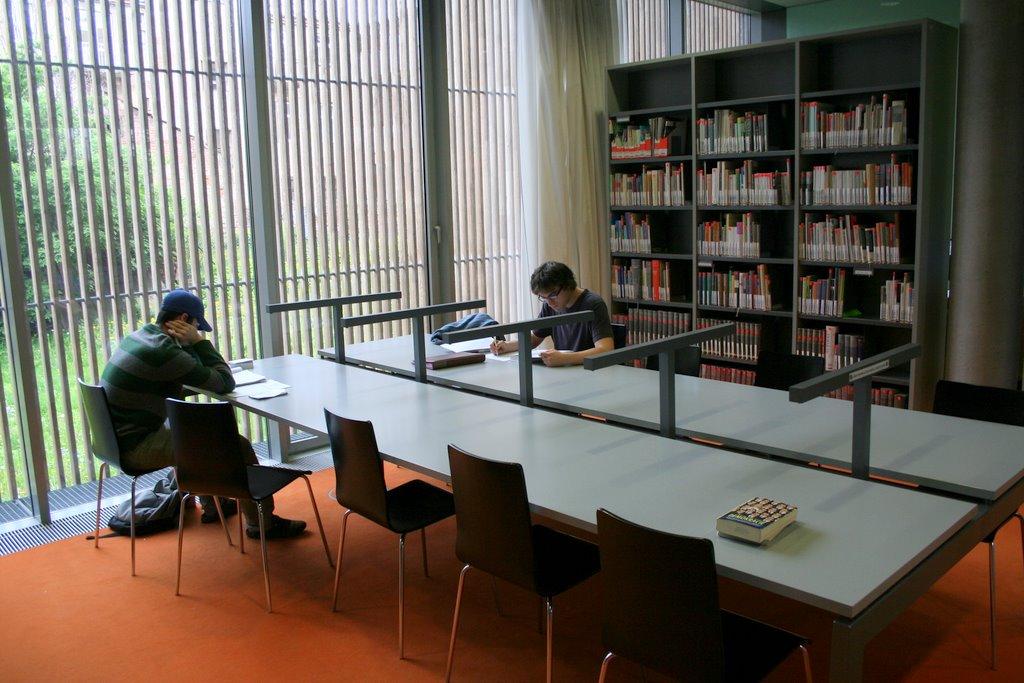 Studijní místa v knihovně FF MU; autor fotografie: A. Dvořák