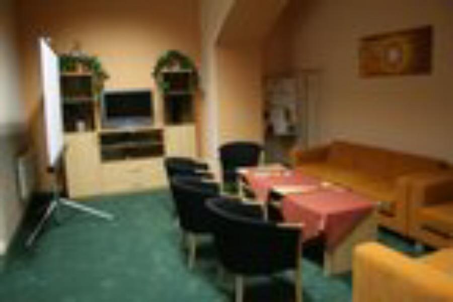 Studovna a oddychová místnost v suterénu; autor: A. Dvořák