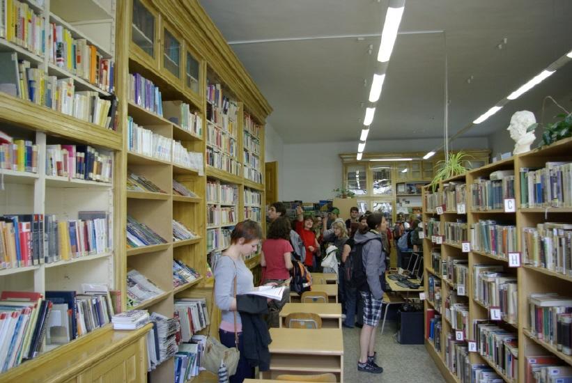 Prostory knihovny Arcibiskupského gymnázia; autor: Matěj Vaněček