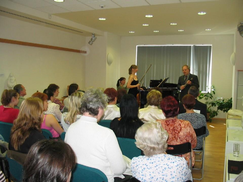 Půjčovna pro dospělé ústředí KMO - koncert Tria Vega